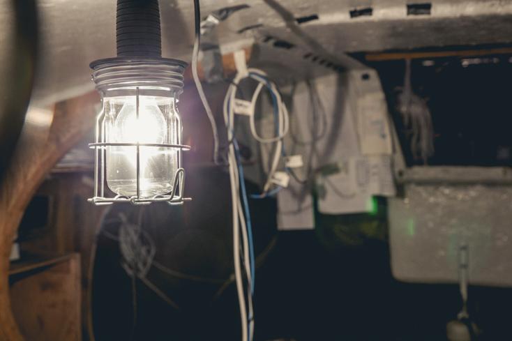 Arbeidslampe for å kunne jobbe i båten etter det har blitt mørkt.